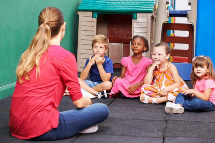 ¿Cuál es la función de los centros de educación infantil en Zaragoza?